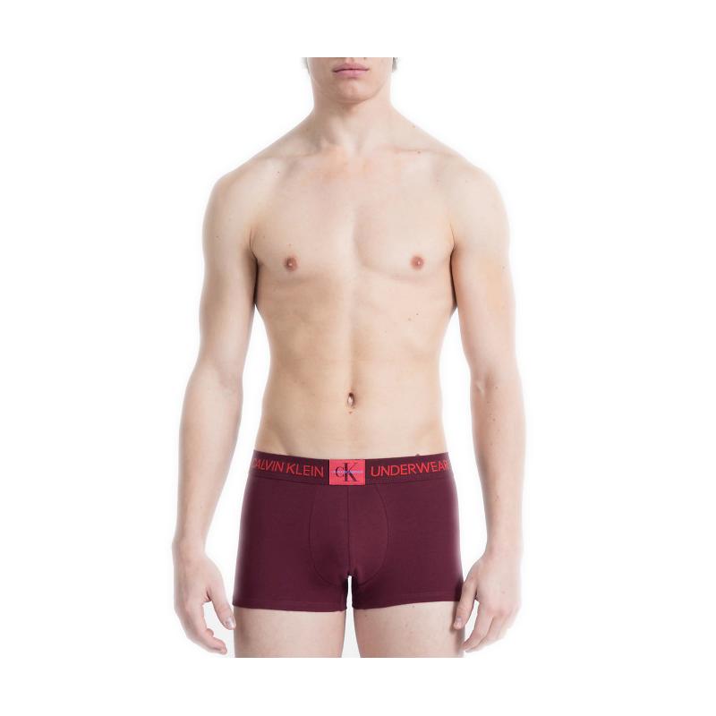 Boxer court Calvin Klein rouge bordeaux pour homme