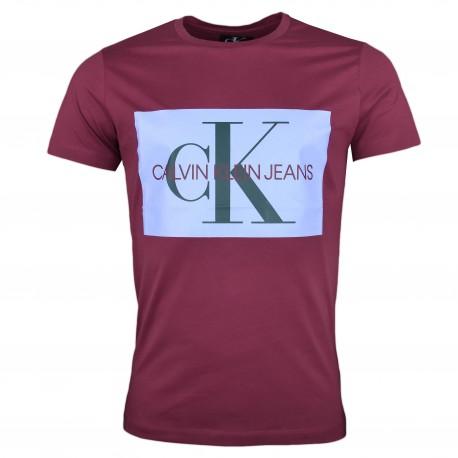 T-shirt col rond Calvin Klein Jeans rouge bordeaux logo carré bleu ciel slim pour homme
